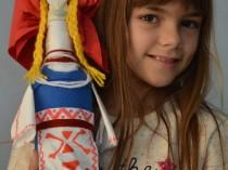 Изработване на кукли в народни носии