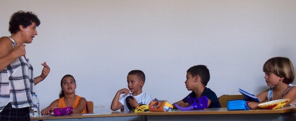 Първо занятие на децата от 1. клас в групата за изучаване на български като чужд (Ниво А1.1)